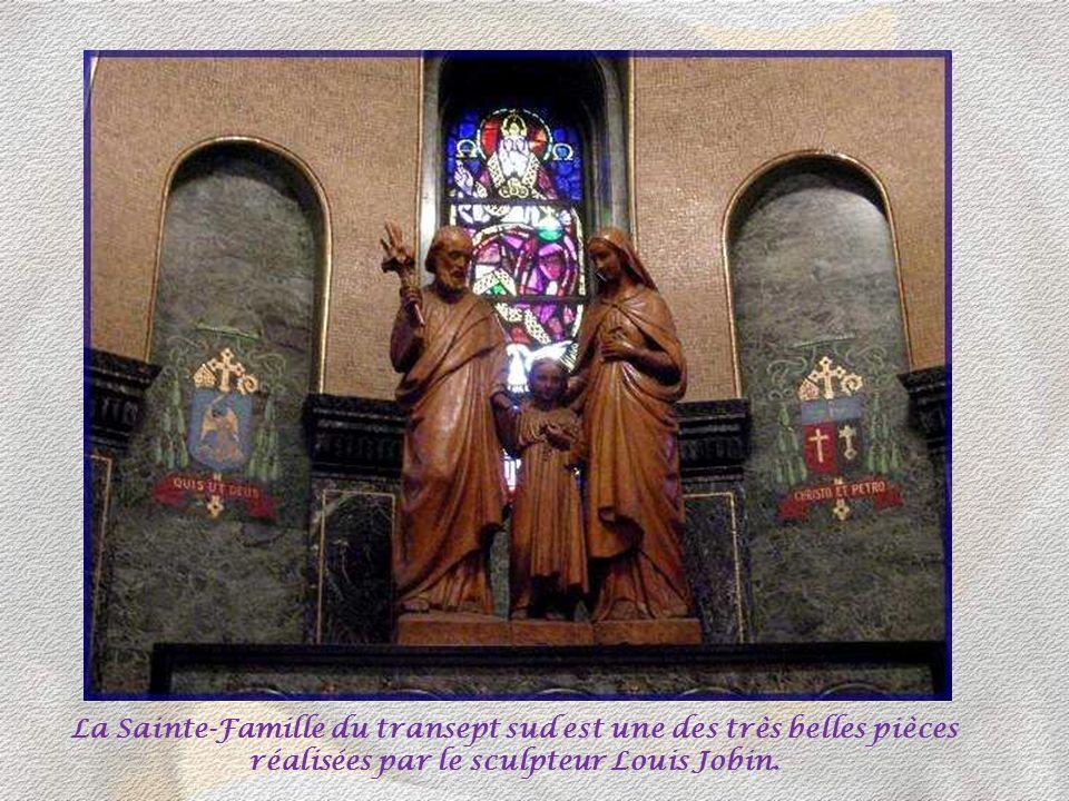 La Sainte-Famille du transept sud est une des très belles pièces réalisées par le sculpteur Louis Jobin.