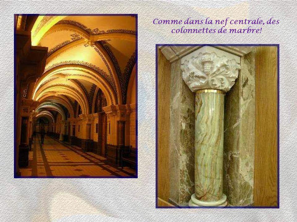 Comme dans la nef centrale, des colonnettes de marbre!
