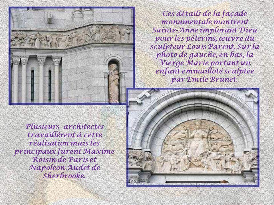 Ces détails de la façade monumentale montrent Sainte-Anne implorant Dieu pour les pèlerins, œuvre du sculpteur Louis Parent. Sur la photo de gauche, en bas, la Vierge Marie portant un enfant emmailloté sculptée par Emile Brunet.