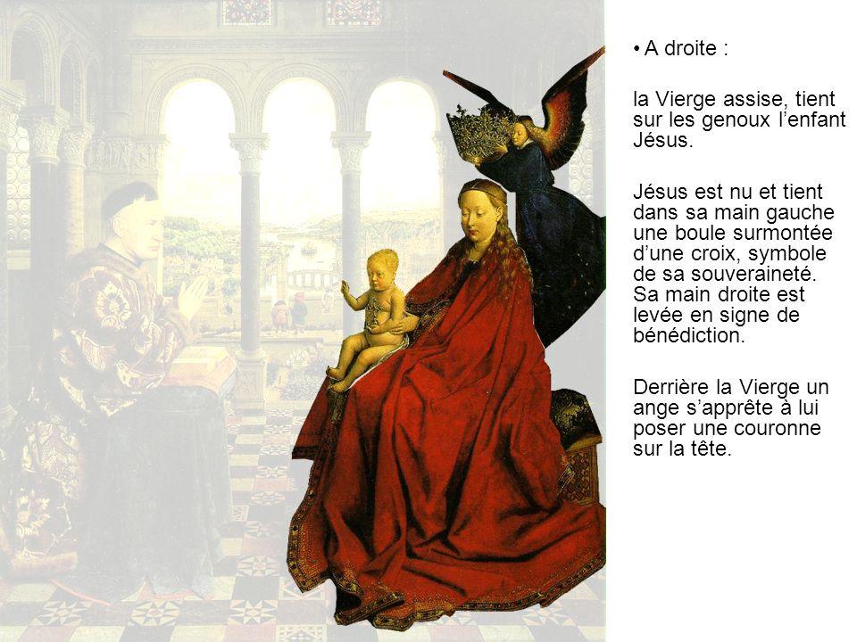 A droite : la Vierge assise, tient sur les genoux l'enfant Jésus.