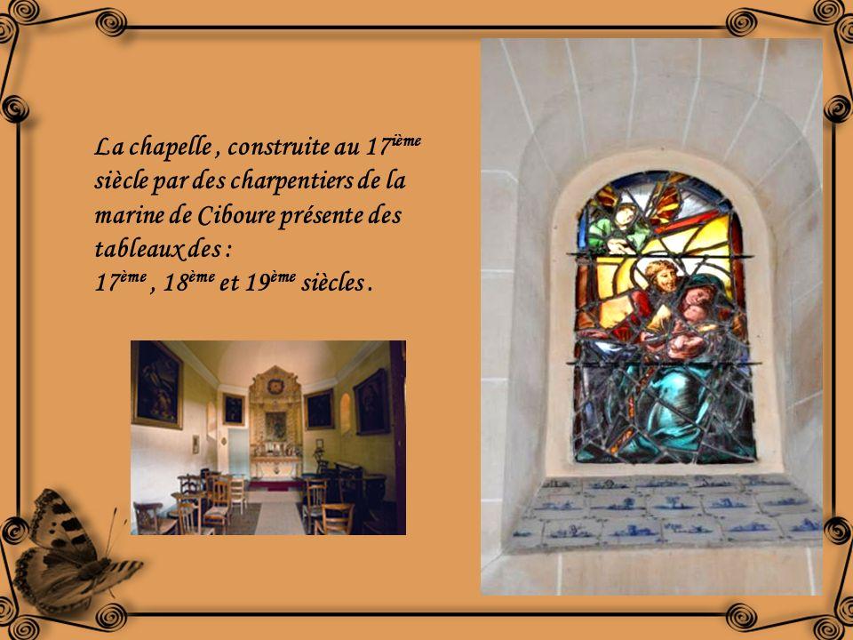 La chapelle , construite au 17ième siècle par des charpentiers de la marine de Ciboure présente des tableaux des :