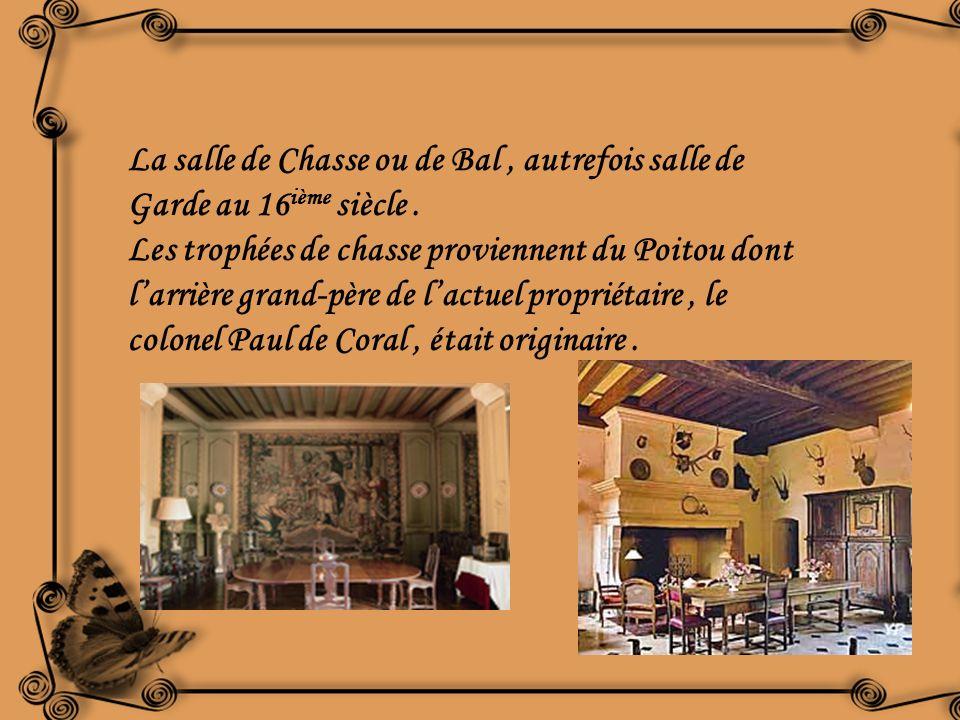 La salle de Chasse ou de Bal , autrefois salle de Garde au 16ième siècle .