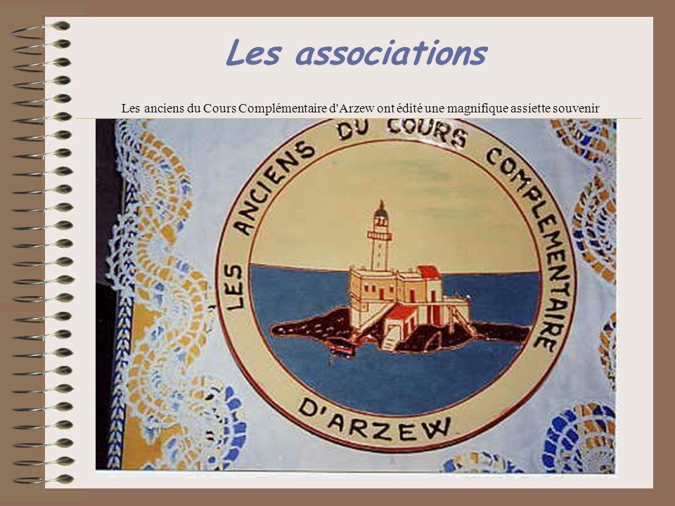 Les associations Les anciens du Cours Complémentaire d Arzew ont édité une magnifique assiette souvenir.