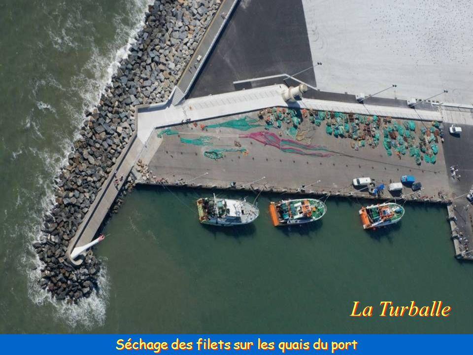 Séchage des filets sur les quais du port