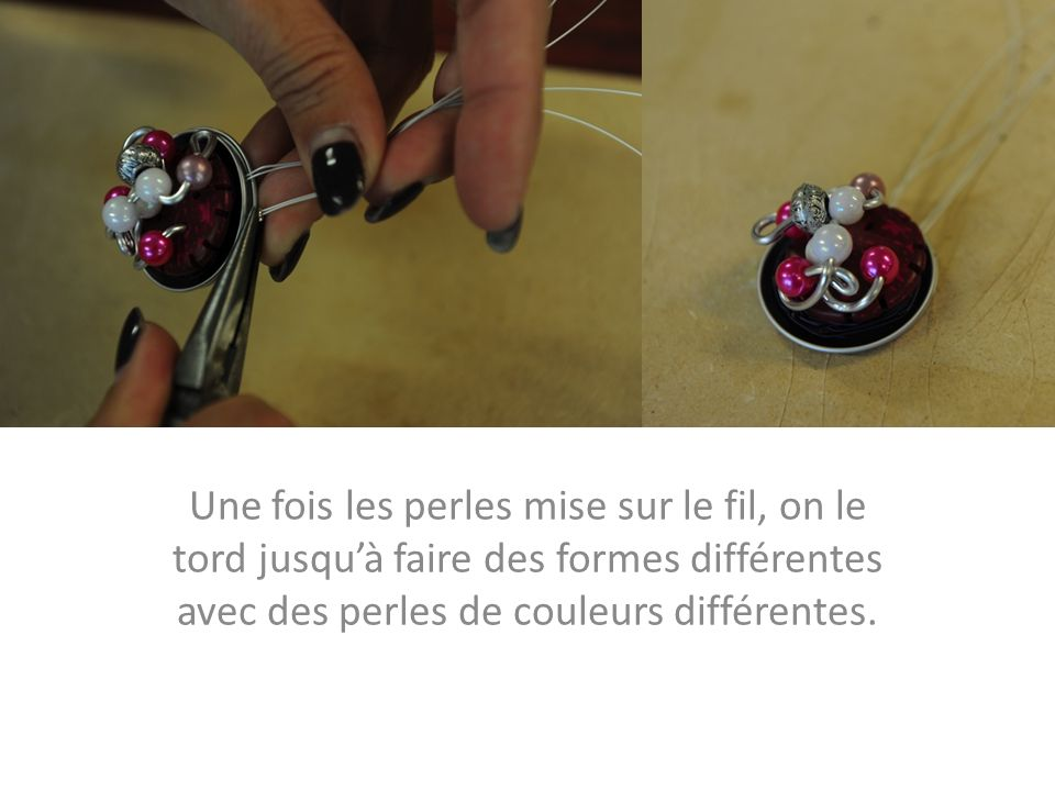 Une fois les perles mise sur le fil, on le tord jusqu'à faire des formes différentes avec des perles de couleurs différentes.