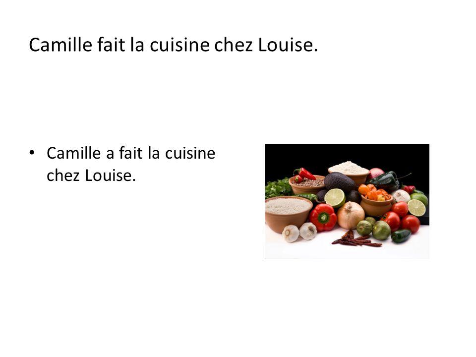 Camille fait la cuisine chez Louise.
