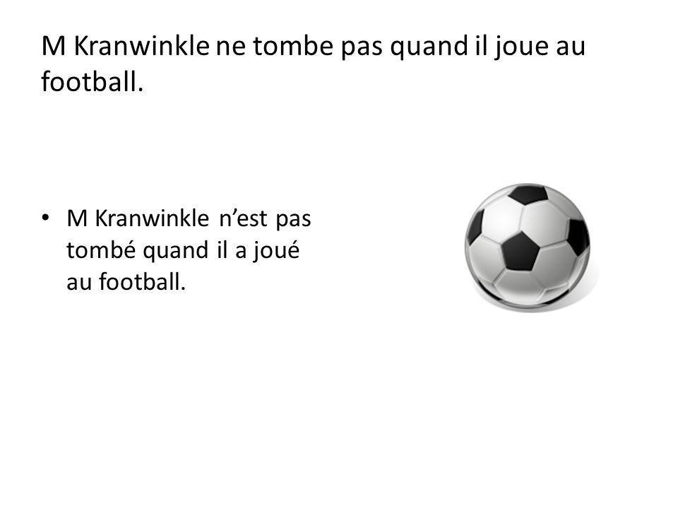 M Kranwinkle ne tombe pas quand il joue au football.