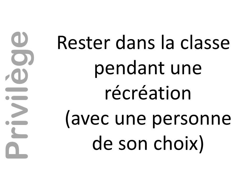 Rester dans la classe pendant une récréation (avec une personne de son choix)