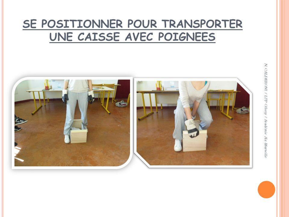 SE POSITIONNER POUR TRANSPORTER UNE CAISSE AVEC POIGNEES