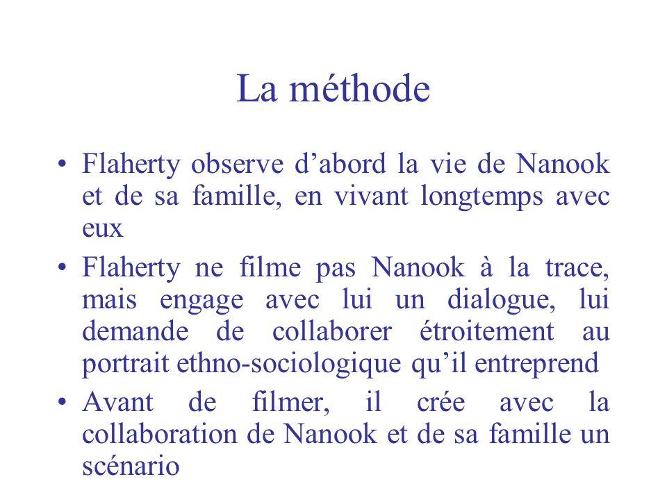 La méthode Flaherty observe d'abord la vie de Nanook et de sa famille, en vivant longtemps avec eux.