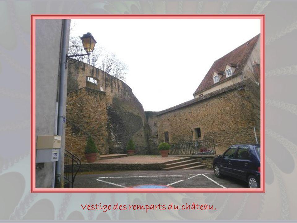 Vestige des remparts du château.