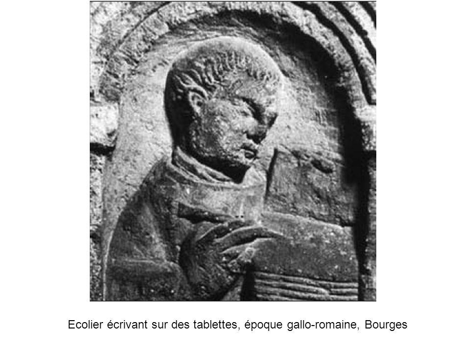 Ecolier écrivant sur des tablettes, époque gallo-romaine, Bourges