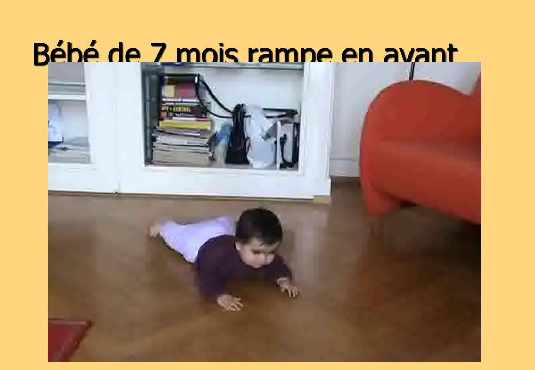 Bébé de 7 mois rampe en avant