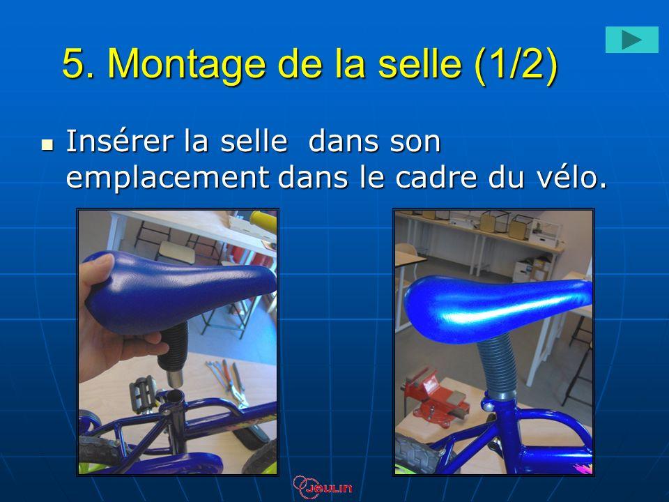 5. Montage de la selle (1/2) Insérer la selle dans son emplacement dans le cadre du vélo.