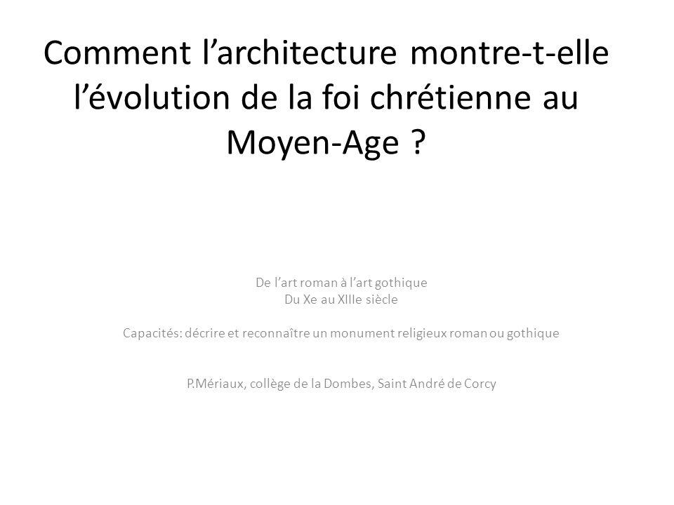 Comment l'architecture montre-t-elle l'évolution de la foi chrétienne au Moyen-Age
