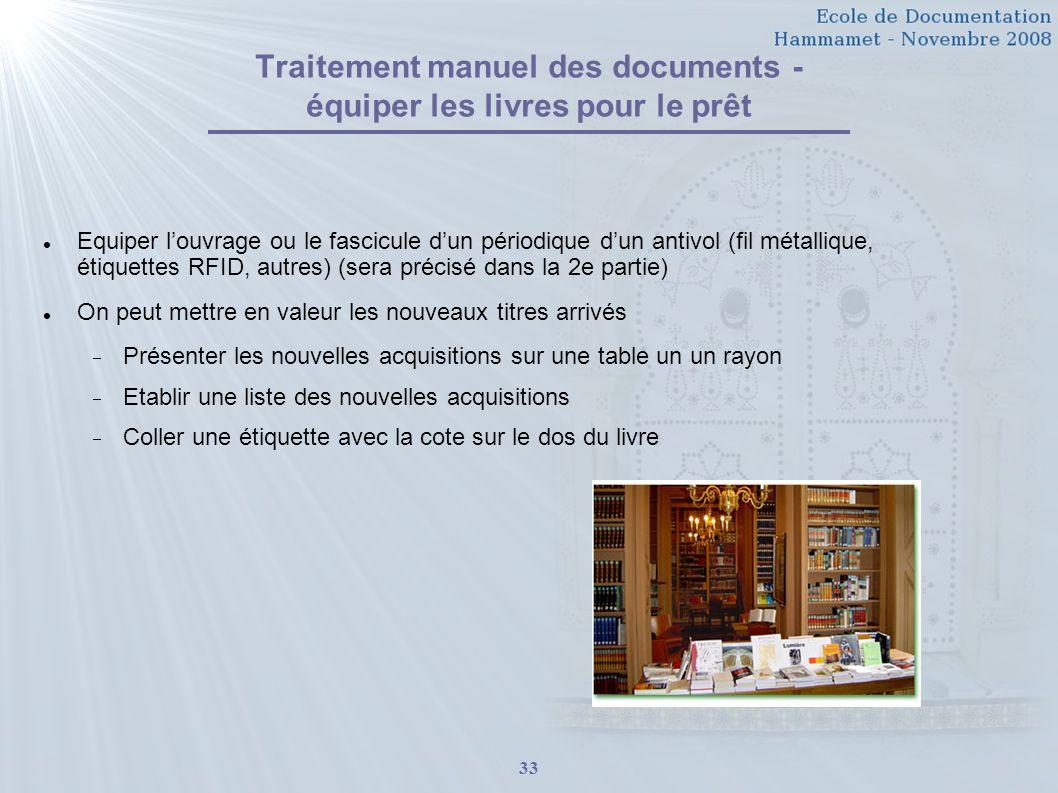 Traitement manuel des documents - équiper les livres pour le prêt