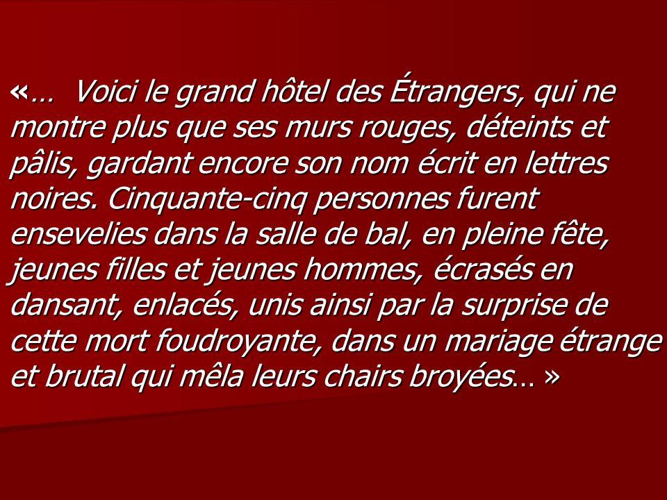 «… Voici le grand hôtel des Étrangers, qui ne montre plus que ses murs rouges, déteints et pâlis, gardant encore son nom écrit en lettres noires.