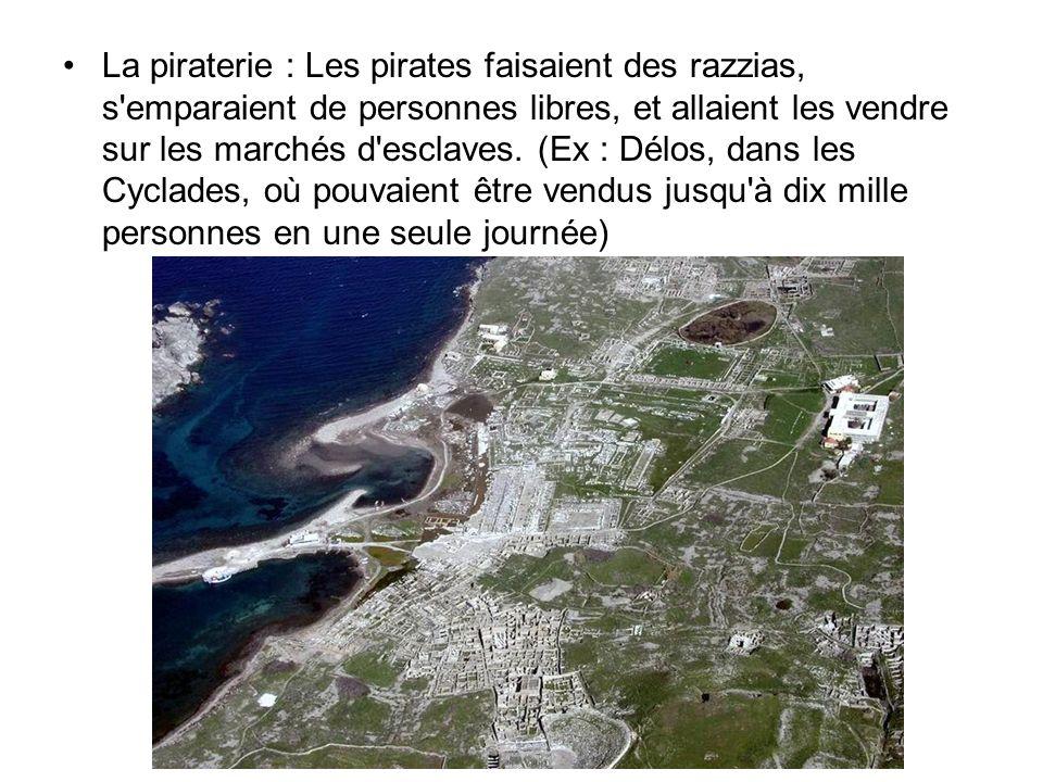 La piraterie : Les pirates faisaient des razzias, s emparaient de personnes libres, et allaient les vendre sur les marchés d esclaves.