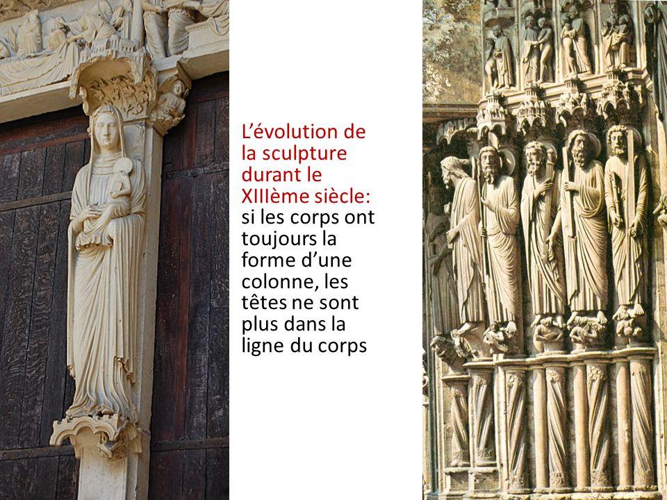 L'évolution de la sculpture durant le XIIIème siècle: si les corps ont toujours la forme d'une colonne, les têtes ne sont plus dans la ligne du corps