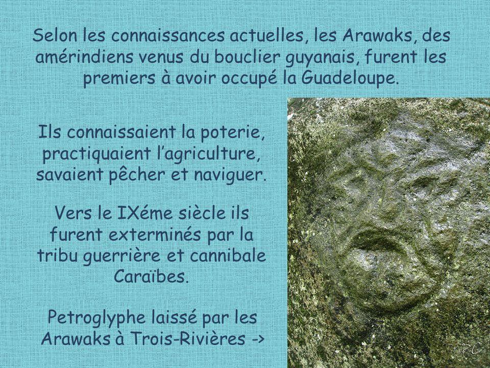 Petroglyphe laissé par les Arawaks à Trois-Rivières ->