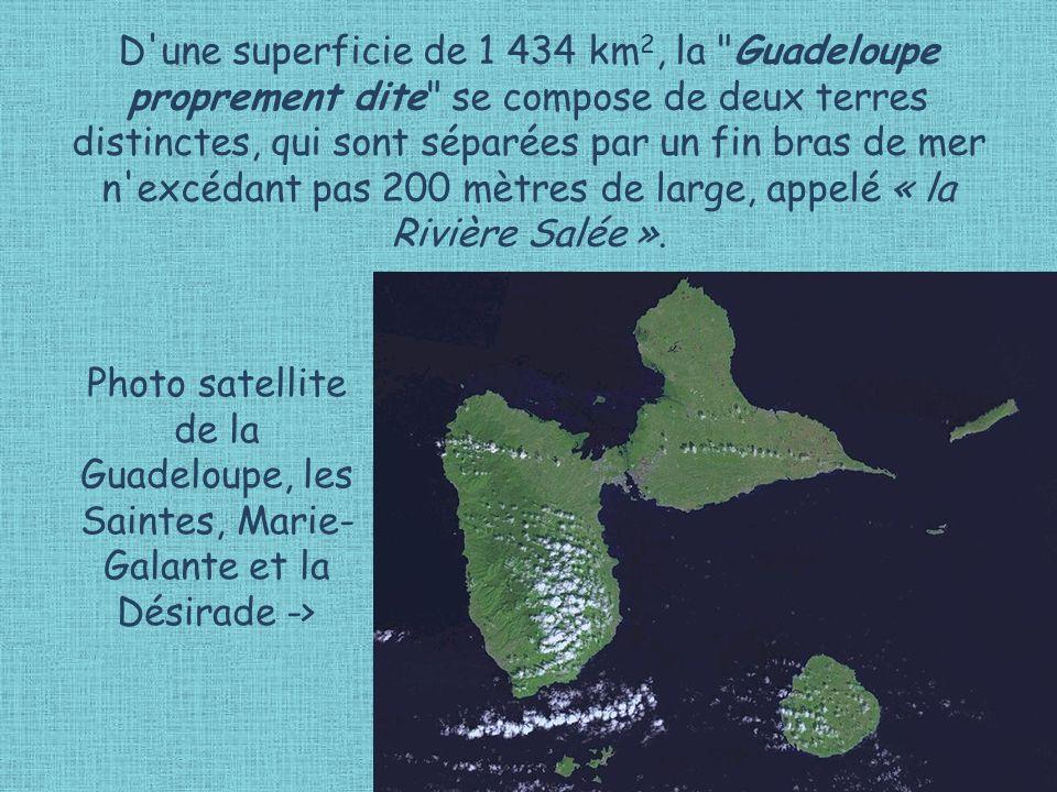 D une superficie de 1 434 km2, la Guadeloupe proprement dite se compose de deux terres distinctes, qui sont séparées par un fin bras de mer n excédant pas 200 mètres de large, appelé « la Rivière Salée ».