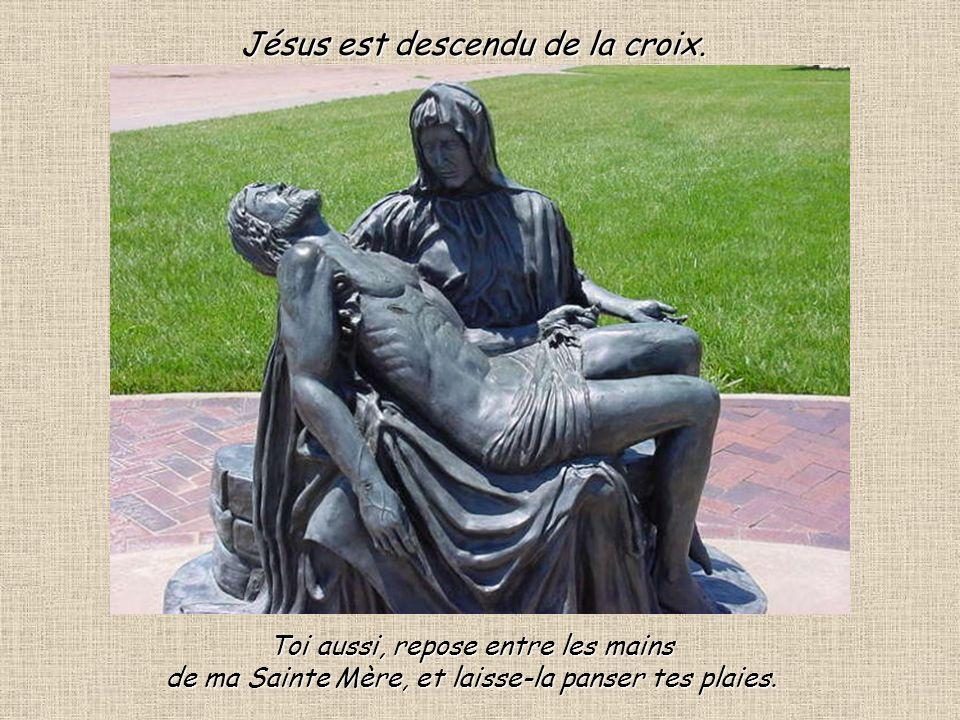 Jésus est descendu de la croix.