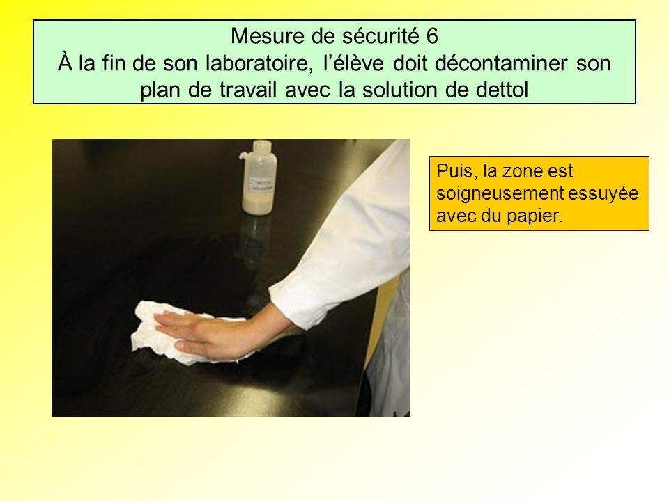Mesure de sécurité 6 À la fin de son laboratoire, l'élève doit décontaminer son plan de travail avec la solution de dettol