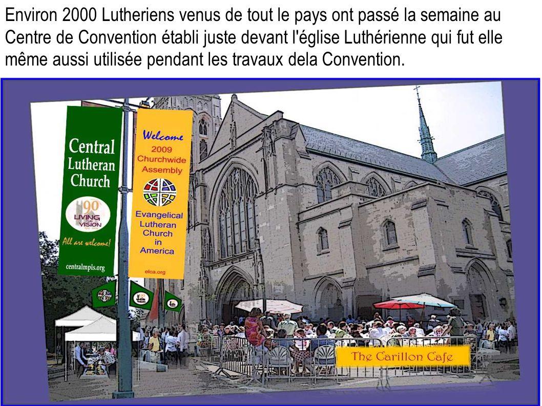 Environ 2000 Lutheriens venus de tout le pays ont passé la semaine au Centre de Convention établi juste devant l église Luthérienne qui fut elle même aussi utilisée pendant les travaux dela Convention.