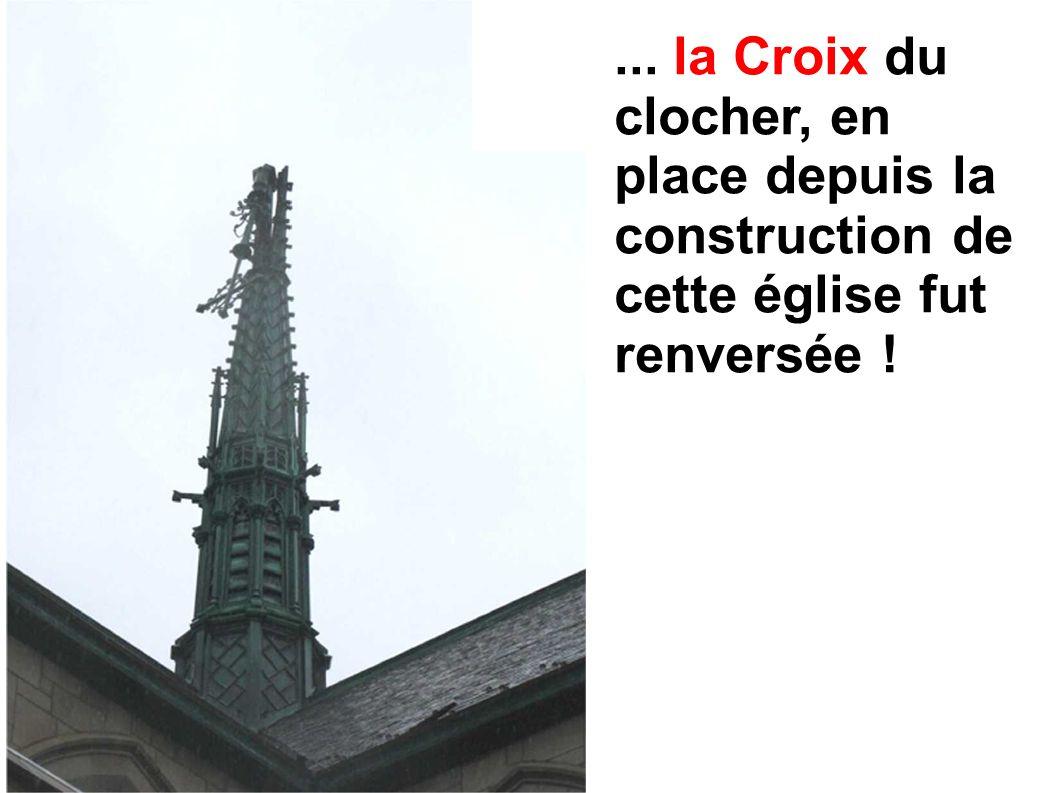 ... la Croix du clocher, en place depuis la construction de cette église fut renversée !