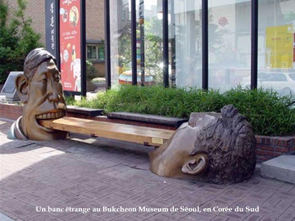 Un banc étrange au Bukcheon Museum de Séoul, en Corée du Sud