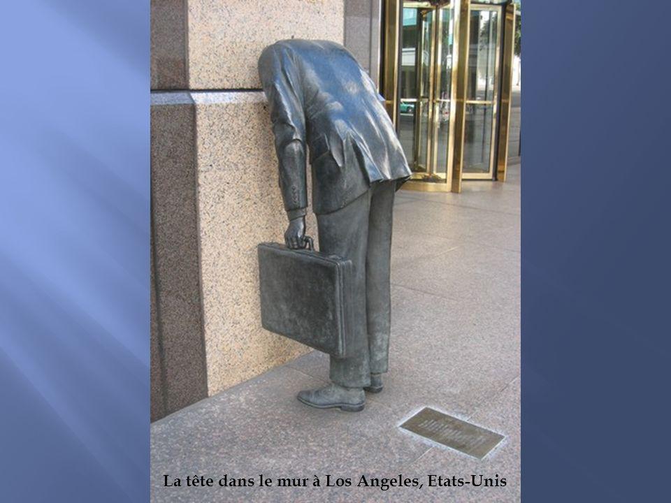 La tête dans le mur à Los Angeles, Etats-Unis