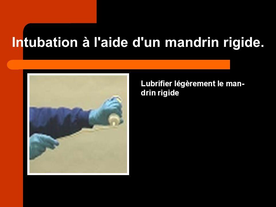 Intubation à l aide d un mandrin rigide.