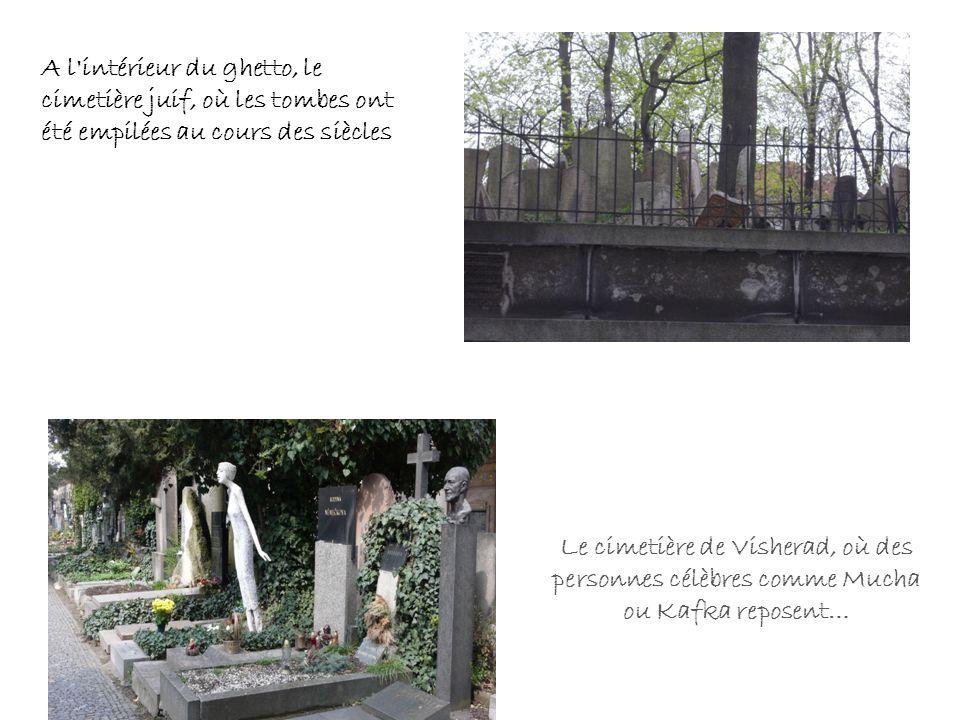 A l intérieur du ghetto, le cimetière juif, où les tombes ont été empilées au cours des siècles