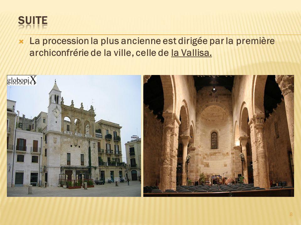 suite La procession la plus ancienne est dirigée par la première archiconfrérie de la ville, celle de la Vallisa.