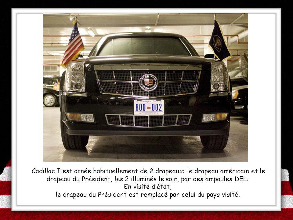 le drapeau du Président est remplacé par celui du pays visité.