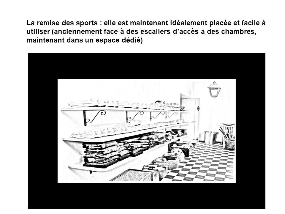 La remise des sports : elle est maintenant idéalement placée et facile à utiliser (anciennement face à des escaliers d'accès a des chambres, maintenant dans un espace dédié)