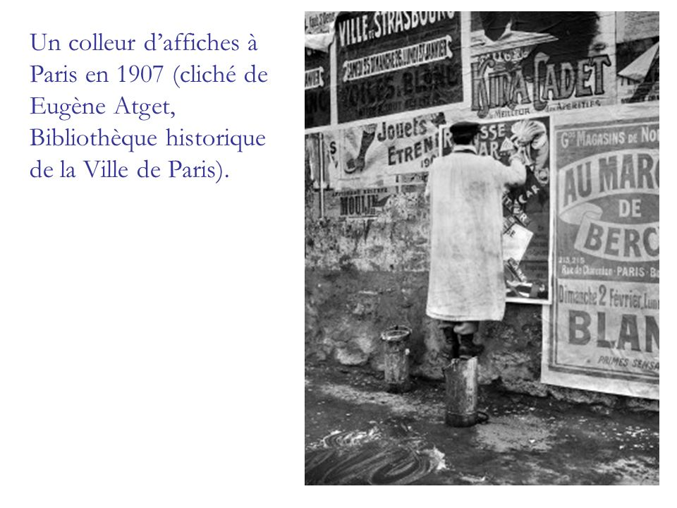 Un colleur d'affiches à Paris en 1907 (cliché de Eugène Atget, Bibliothèque historique de la Ville de Paris).