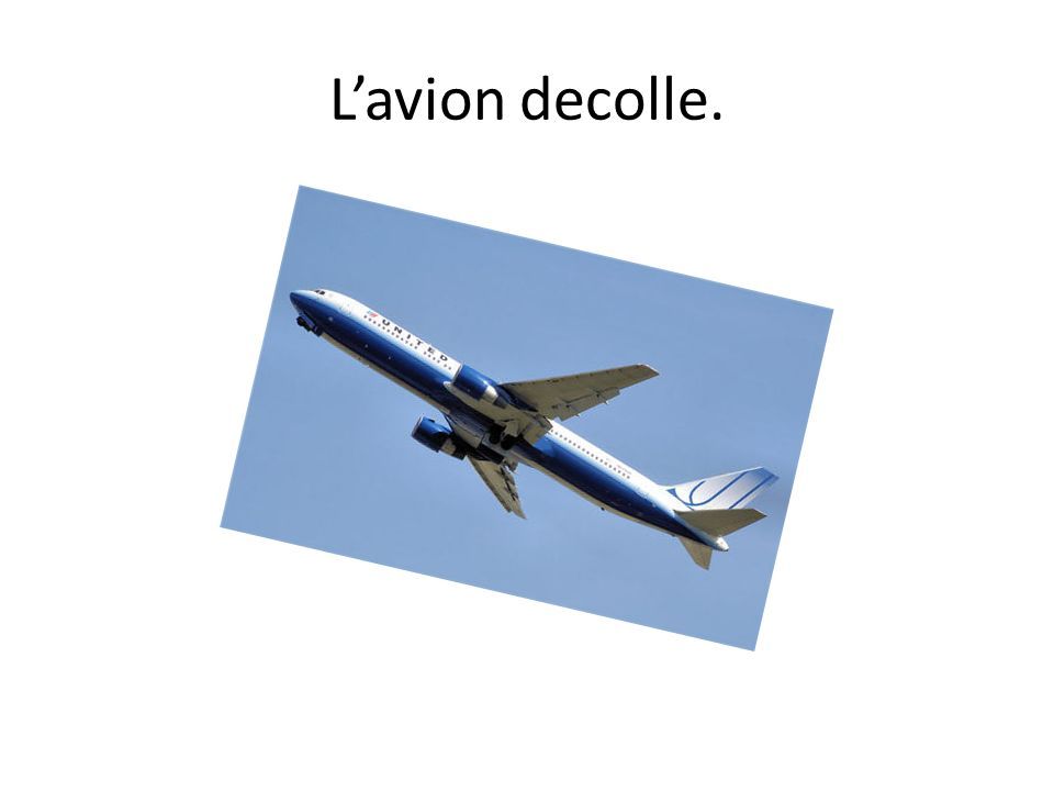 L'avion decolle.