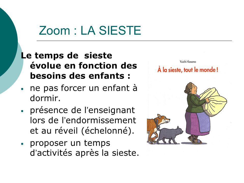 Zoom : LA SIESTE Le temps de sieste évolue en fonction des besoins des enfants : ne pas forcer un enfant à dormir.