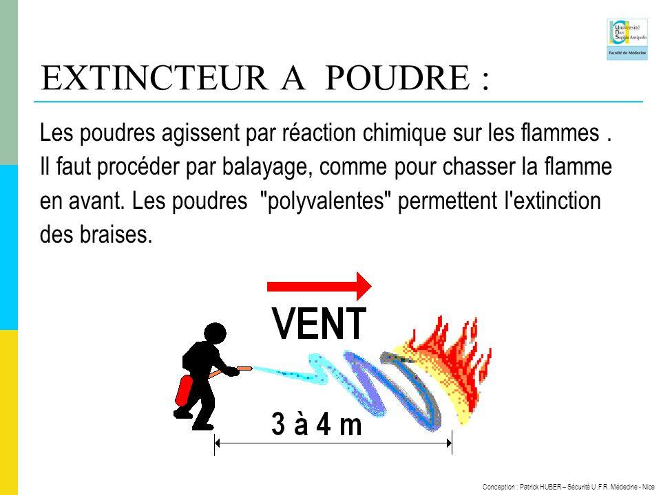 EXTINCTEUR A POUDRE : Les poudres agissent par réaction chimique sur les flammes . Il faut procéder par balayage, comme pour chasser la flamme.
