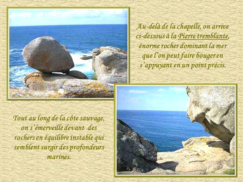 Au-delà de la chapelle, on arrive ci-dessous à la Pierre tremblante, énorme rocher dominant la mer que l'on peut faire bouger en s'appuyant en un point précis.