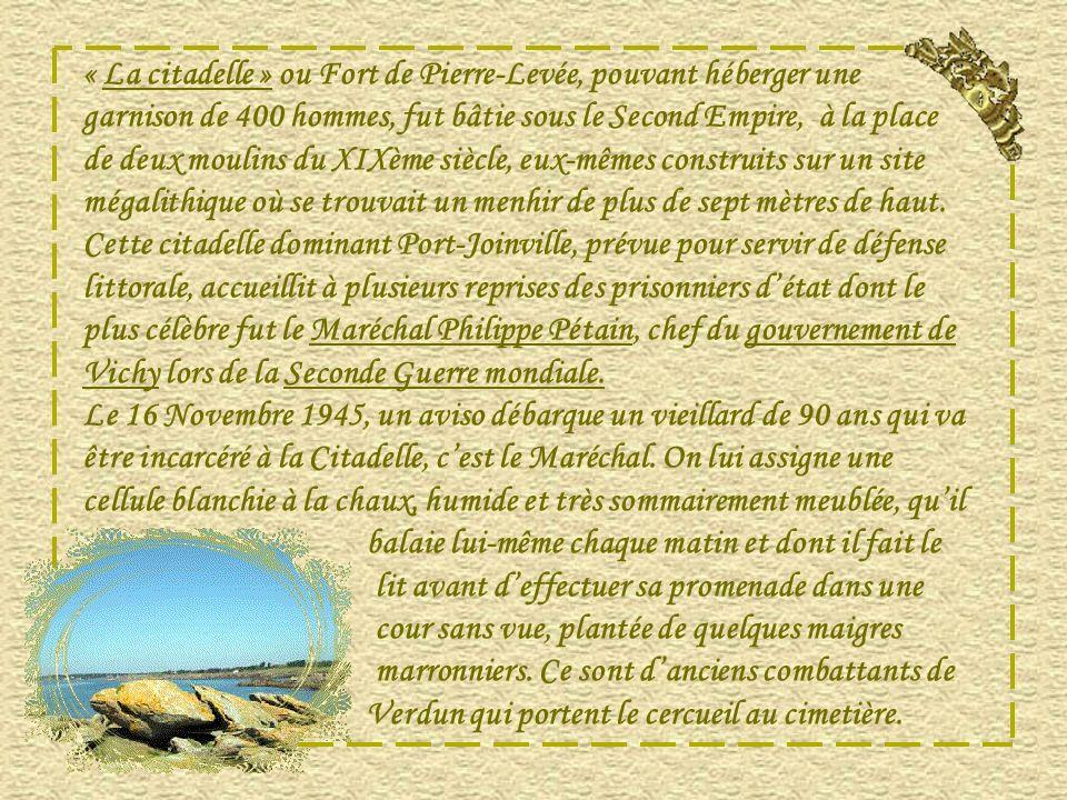 « La citadelle » ou Fort de Pierre-Levée, pouvant héberger une garnison de 400 hommes, fut bâtie sous le Second Empire, à la place de deux moulins du XIXème siècle, eux-mêmes construits sur un site mégalithique où se trouvait un menhir de plus de sept mètres de haut.
