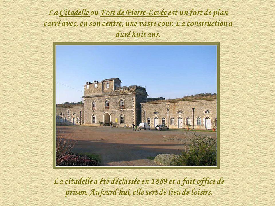 La Citadelle ou Fort de Pierre-Levée est un fort de plan carré avec, en son centre, une vaste cour. La construction a duré huit ans.