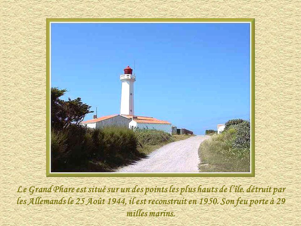 Le Grand Phare est situé sur un des points les plus hauts de l'île