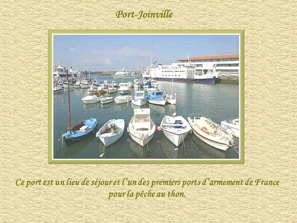 Port-Joinville Ce port est un lieu de séjour et l'un des premiers ports d'armement de France pour la pêche au thon.