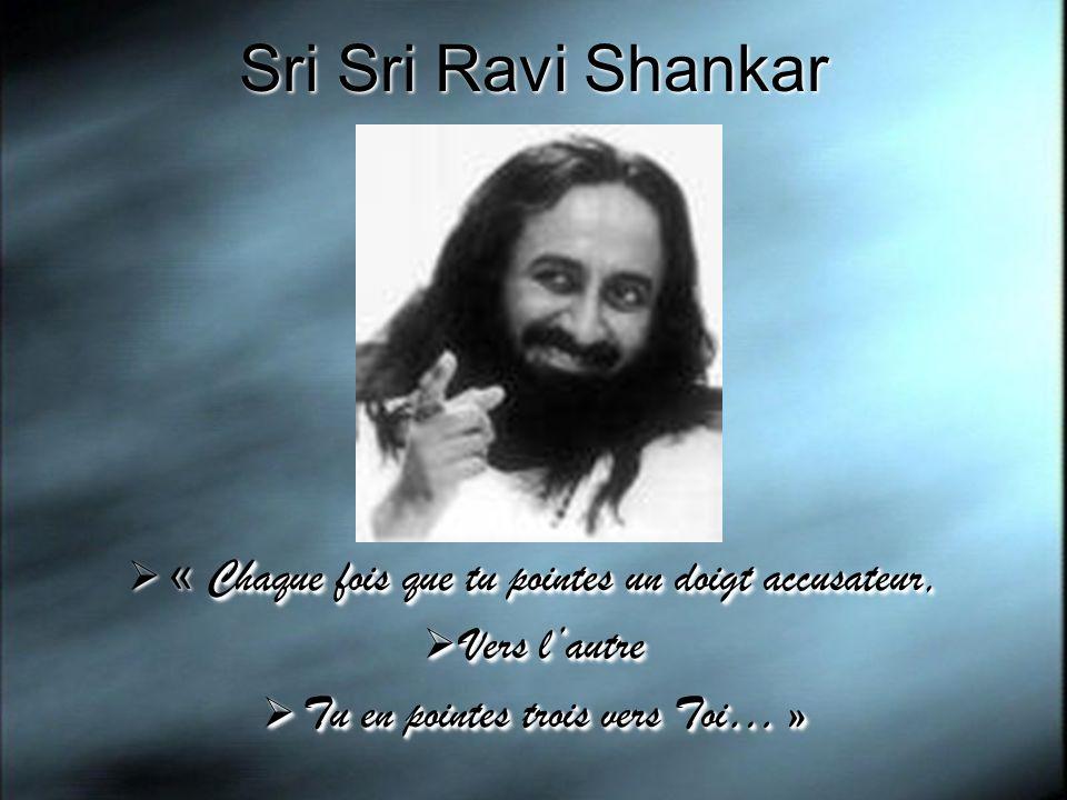 Sri Sri Ravi Shankar « Chaque fois que tu pointes un doigt accusateur,