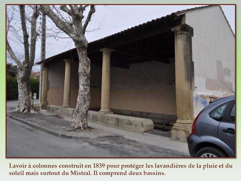 Lavoir à colonnes construit en 1839 pour protéger les lavandières de la pluie et du soleil mais surtout du Mistral.