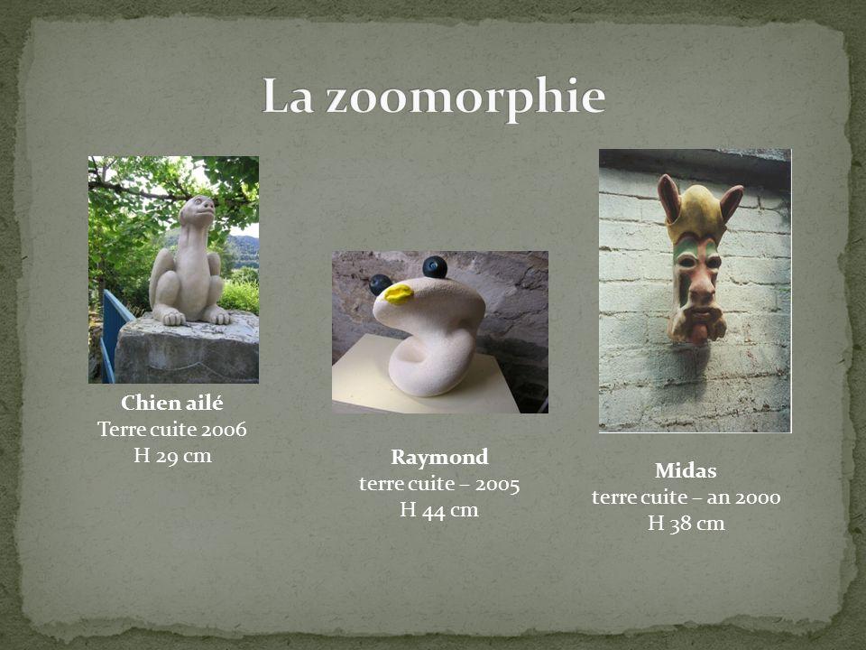 La zoomorphie Chien ailé Terre cuite 2006 H 29 cm Raymond