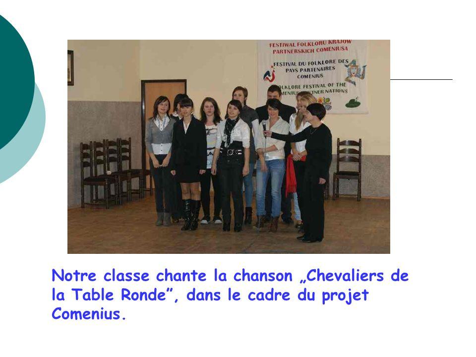 """Notre classe chante la chanson """"Chevaliers de la Table Ronde , dans le cadre du projet Comenius."""