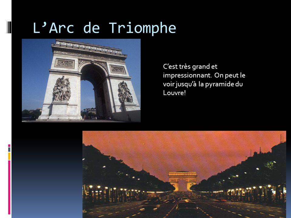 L'Arc de Triomphe C'est très grand et impressionnant.